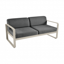 Canapé BELLEVIE de Fermob, coussin gris graphite, Muscade