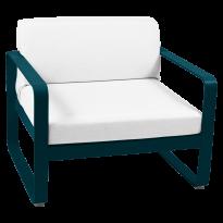 FAUTEUIL BELLEVIE, Coussin blanc grisé, Bleu acapulco de FERMOB