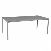 TABLE CALVI Gris métal de FERMOB