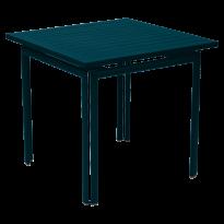 TABLE CARRÉE COSTA, Bleu acapulco de FERMOB