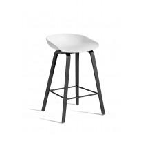 TABOURET AAS32 LOW, Piétement noir, H.64 cm, Blanc de HAY