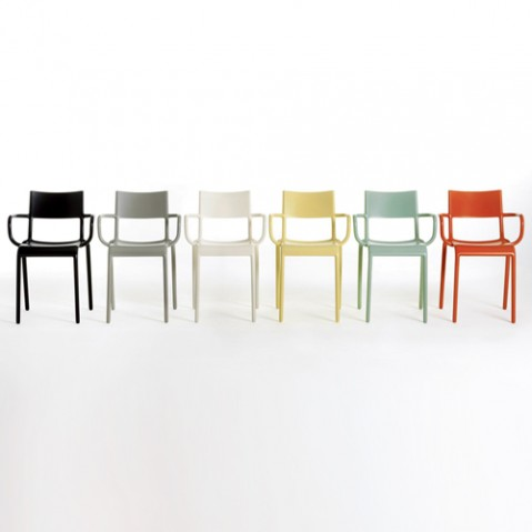 chaise generic a kartell blanc