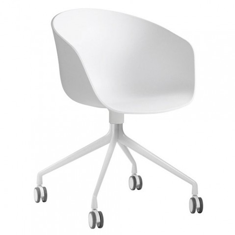 fauteuil roulettes about a chair hay blanc