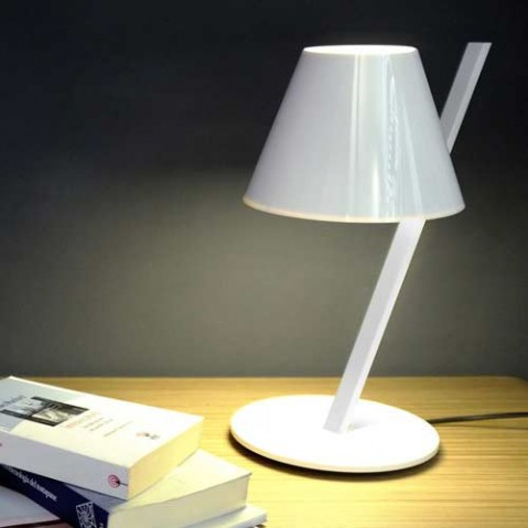 lampe poser la petite artemide noir