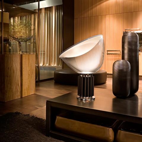 lampe poser taccia led flos noir