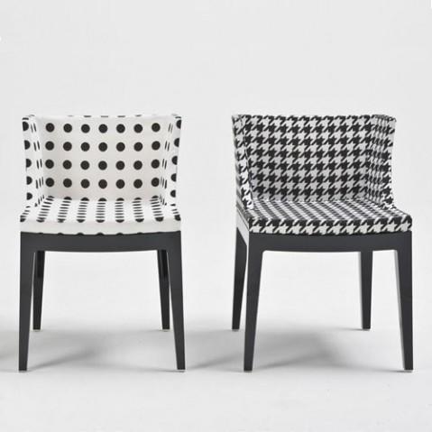 mademoiselle kartell fauteuil structure noir fond noir pois blancs