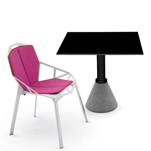table one carree table bistrot plateau carr noir de magis. Black Bedroom Furniture Sets. Home Design Ideas